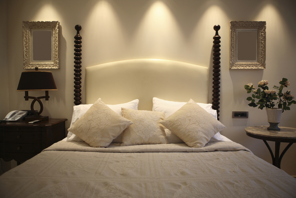 Luxurious Hotel Bed Frame With Tall Posts