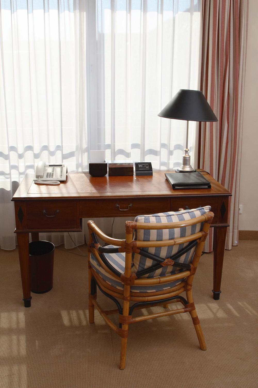 Desks Brisk Living