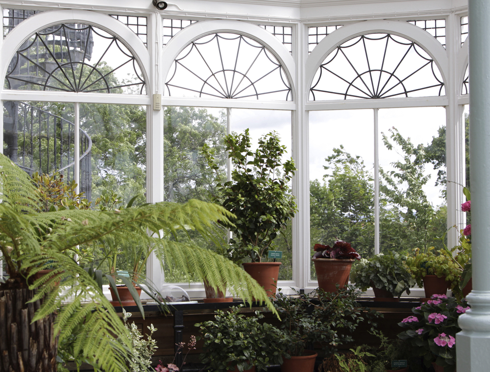 Sunrooms brisk living for Victorian sunroom designs